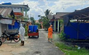 Gugus Tugas Covid-19 Kapuas Semprotkan Disinfektan di Lingkungan Gang Abadi