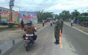 Anggota Kodim Bersama Tim Perketat Pengawasan di Posko Lintas Batas