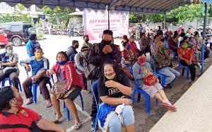 Antrian Penerima BLT di Bank Kalteng Cabang Tamiang Layang