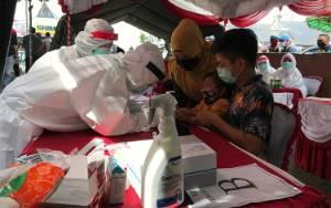 Warga Kapuas Kawasan Pasar Jalani Rapid Test