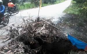 Warga Minta Gorong-gorong Runtuh di Jalan Soekarno-Hatta Kasongan Segera Diperbaiki