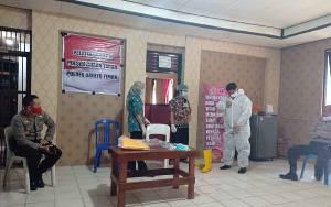 Personel Polsek Dusun Timur Perdalam Pengetahuan Covid-19