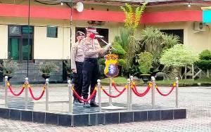 Polres Barito Utara Distribusikan Bansos Saat Peringati Hari Lahir Pancasila