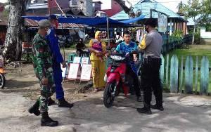 Personel TNI-Polri Terus Sosialisasikan Imbauan Pakai Masker di Kecamatan Kahayan Kuala
