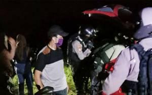 Polisi Pergoki Sejumlah Pria dan Wanita Pesta Miras Dalam Mobil