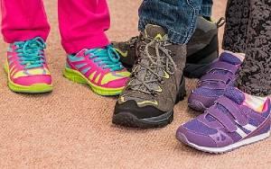 Tips Bersihkan Sepatu Setelah Bepergian Agar Tak Tularkan Corona