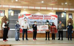 Gubernur Kalteng Serahkan BLT ke Pemko Palangka Raya