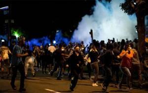 Demonstrasi Bela George Floyd Diwarnai Aksi Penjarahan