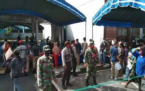 Babinsa Jajaran Kodim 1016 Palangka Raya Kawal dan Dampingi Proses Penyaluran BLT Pemprov Kalteng