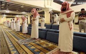 Arab Saudi Kembali Buka 90.000 Masjid Setelah Lockdown Dua Bulan