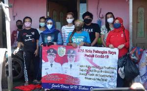 Komisi Penanggulangan Aids Palangka Raya Bantu Sembako untuk Komunitas Waria Terdampak Covid-19