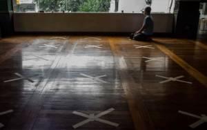 Aturan New Normal Masjid, Jaga Jarak hingga Wudu di Rumah