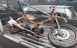 Motor Dibakar Karena Pria yang Sering SMS Istrinya Ogah Diajak ke Rumah
