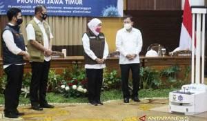 Jawa Timur Dapat Bantuan Robot dan Puluhan Ribu Test Kit Covid-19