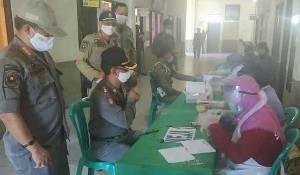 Personel Satpol PP dan Damkar Kapuas Jalani Rapid Test