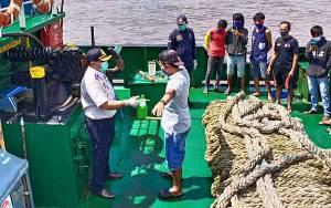 Dinas Perhubungan Periksa Kapal Dari Luar Daerah di DAS Kapuas Cegah Covid-19