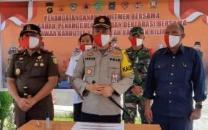 Kapolres Pulang Pisau Hadiri Penandatanganan Komitmen Bersama Pencegahan Karhutla Kecamatan Kahayan Hilir