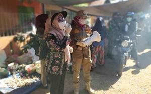 Gugus Tugas Covid-19 Pulang Pisau Edukasi Masyarakat di Pasar Mingguan Desa Tahai Jaya