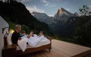 Seharga Kamar Hotel Berbintang, Tapi Tidurnya di Alam Terbuka