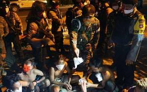 Tim Gabungan Amankan Gerombolan Pemuda Balapan Liar Hingga Pesta Miras saat PSBB Kapuas