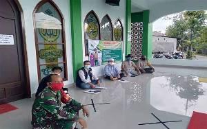 Babinsa Kelurahan Panarung Cek Kesiapan Protokol Kesehatan di Masjid