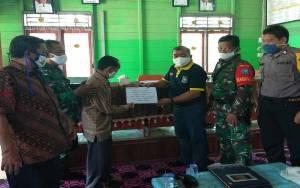 Babinsa Koramil Tewah Dampingi Penyaluran BLT Dana Desa Tumbang Pajangei