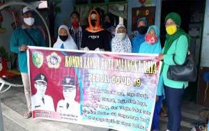 Warga Lansia di Palangka Raya Terima Bantuan Bahan Pokok Penting