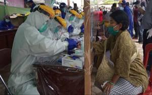 Rapid Test Massal Hari Kedua Digelar di Pasar Karang Mulya