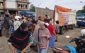 Dinas Perdagangan Operasi Pasar Terbatas di Pasar Tamiang Layang