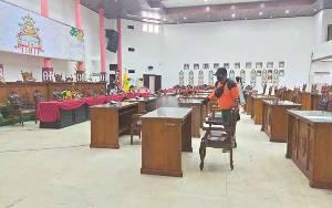 Kantor DPRD Kota Palangka Raya Kembali Disemprot Disinfektan