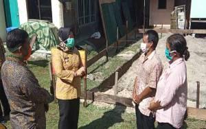 Bupati Kobar Serahkan Bantuan Stimulan Rumah Swadaya