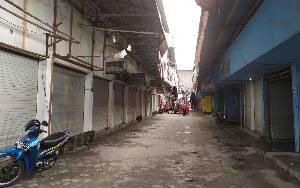 Hari Pertama Penyemprotan Disinfektan di Pasar Besar Palangka Raya, Tidak Ada Toko Buka