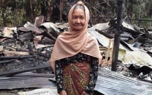 Nenek Rumahnya Terbakar Hidup Seorang Diri Perlu Bantuan, Ini Nomor yang Bisa Dihubungi