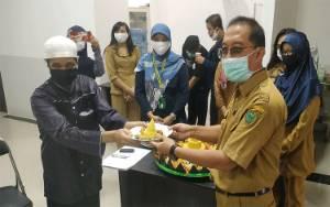 Tenaga Medis Syukuran Setelah Satu Pasien Positif Covid-19 Sembuh di RSUD Pulang Pisau