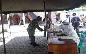 Pabung Kodim Palangka Raya Pantau Rapid Test Massal di Gunung Mas