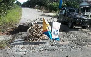 Gorong-gorong di Jalan Soekarno-Hatta Kasongan Ini Sudah Lama Runtuh