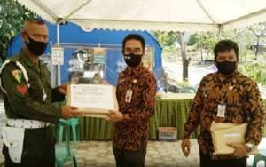 Pemkab Barito Utara Serahkan Bantuan APD kepada Petugas Posko Covid-19