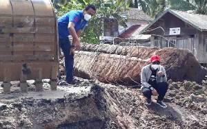 Bupati Kotawaringin Timur Pantau Perbaikan Jembatan Ambruk Desa Sei Ijum Raya