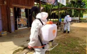 Koramil Tumbang Talaken Gencar Semprotkan Cairan Disinfektan Cegah Covid-19