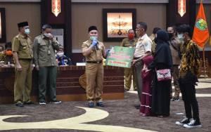 Gubernur Kalteng Serahkan Santunan Korban Kecelakaan Speedboat Sungai Sebangau