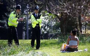 140 Polisi London Diserang Saat Bubarkan Pesta