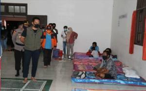 Rumah Banjir, Puluhan Warga Nanga Bulik Mengungsi ke Gedung Serbaguna