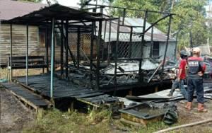 Rumah Terbakar di Desa Pulau Mambulau