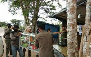 Satpol PP Murung Raya Tertibkan PKL di Depan Rujab Wakil Bupati