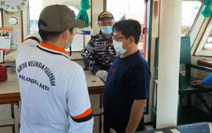 Dishub Periksa ABK Kapal Tugboat dari Batam Melintas di DAS Kapuas