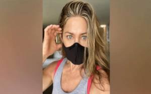 Kasus Corona Meningkat, Jennifer Aniston Ingatkan Pakai Masker