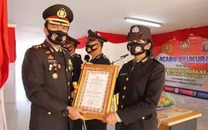 Kapolres Kapuas Berikan Penghargaan Kepada Sejumlah Personel Berprestasi