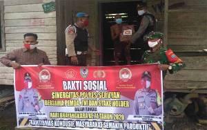 Polsek Hanau Bakti Sosial HUT Bhayangkara dengan Sambangi Warga Terdampak Covid-19
