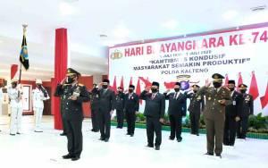 Polda Kalteng Ikuti Upacara Peringati Bhayangkara ke 74 di Istana Negara Secara Virtual