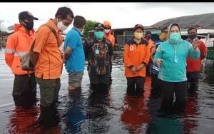 776 KK Terdampak Banjir, Bupati Kobar Datangi Lokasi Beri Bantuan